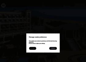hotel-lasarenas.com